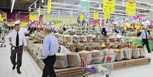 المجمعات الاستهلاكية تواجه «الغلاء» بطرح سلع غذائية بأسعار مخفضة