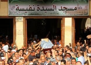 بالفيديو| انهيار أميرة العايدي ونهى العمروسي أثناء تشييع جنازة وائل نور
