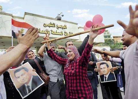 بالصور | أنصار «مبارك» يحتفلون بعيد ميلاده الـ88 وسط إجراءات أمنية مشددة