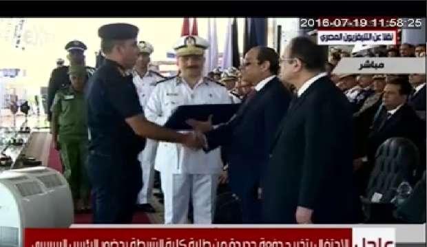 السيسي يكرم أوائل خريجي كلية الشرطة  17506180951468923893