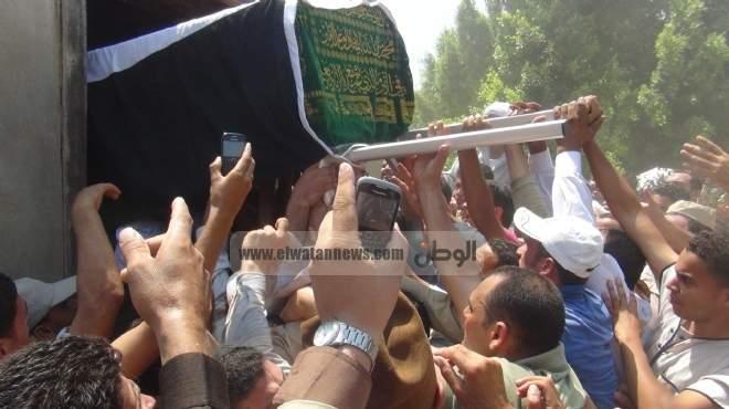 الآلاف في البرلس يشيعون جثمان الجندي الذي استشهد في أحداث