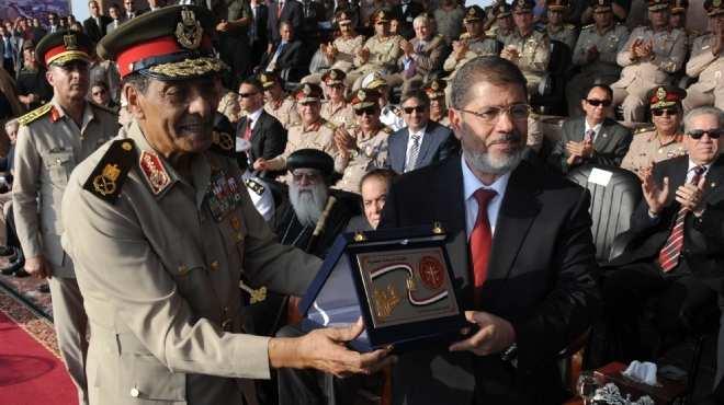 التليفزيون يقسم الشاشة بين «طنطاوى» و«مرسى» فى صلاة الجمعة