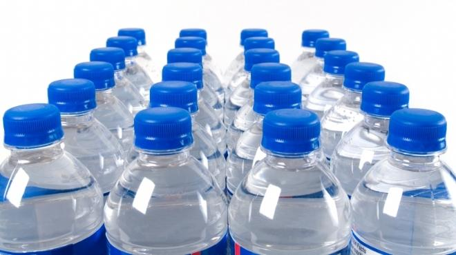 ضبط مياه معدنية غير صالحة للاستخدام بالغردقة