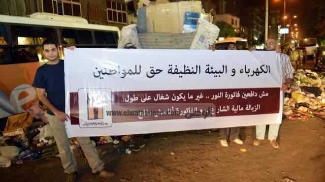 «الوطن» ترافق أول جولة لحملة «مش دافعين» ضد قطع الكهرباء فى إمبابة