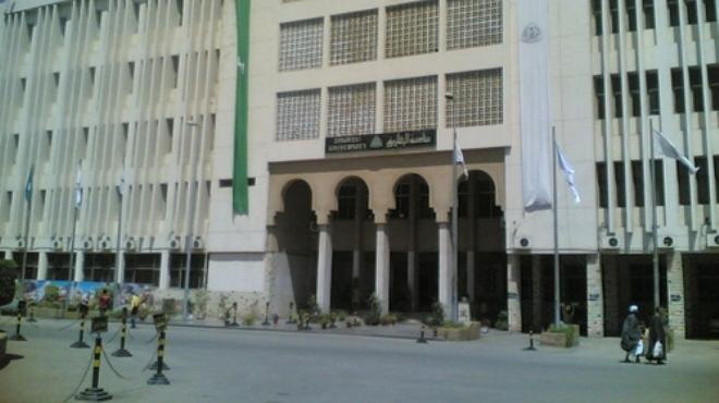 إضراب موظفي جامعة الزقازيق للمطالبة بزيادة رواتبهم ومساواتهم بأساتذة الجامعة