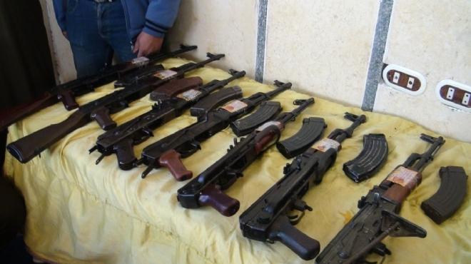 ضبط أسلحة نارية وخرطوش و142 قنبلة يدوية و440 صاروخ في شقتين بالتحرير وحدائق القبة