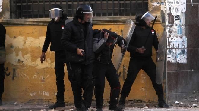كرّ وفرّ بين المتظاهرين وقوات الأمن بمحيط محافظة المنيا